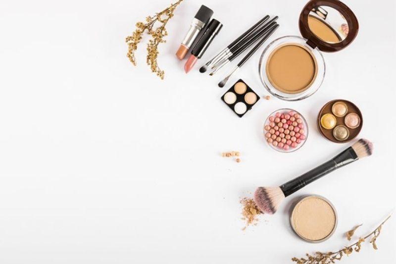 Como começar a vender maquiagem?